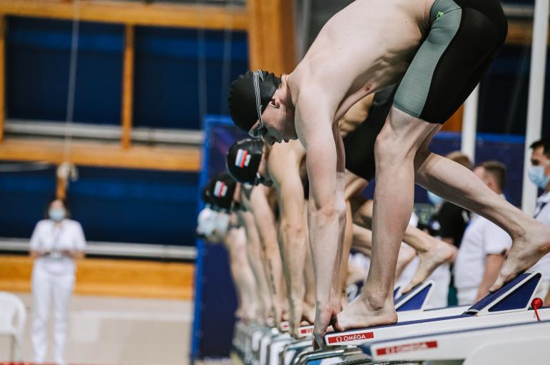 Григорий Тарасевич 100 метр араны аркада йөзүдә Россия чемпионы булды