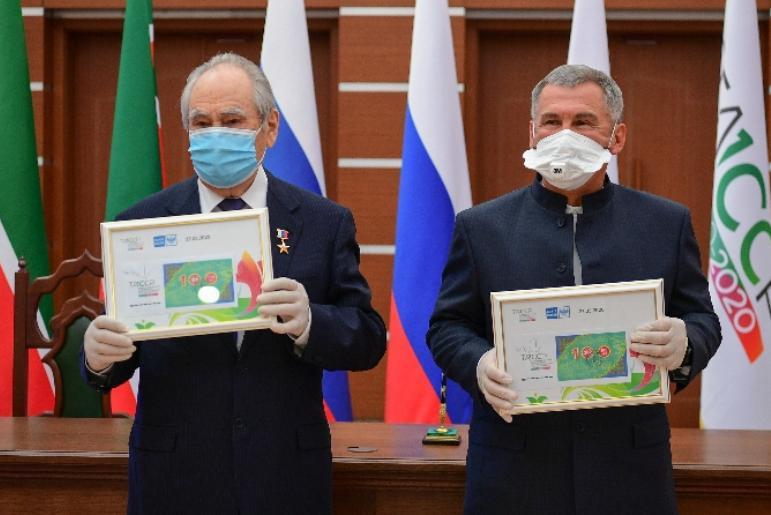 Рөстәм Миңнеханов һәм Минтимер Шәймиев ТАССР төзелүнең 100 еллыгы хөрмәтенә почта маркасына мөһер кую тантанасында катнашты